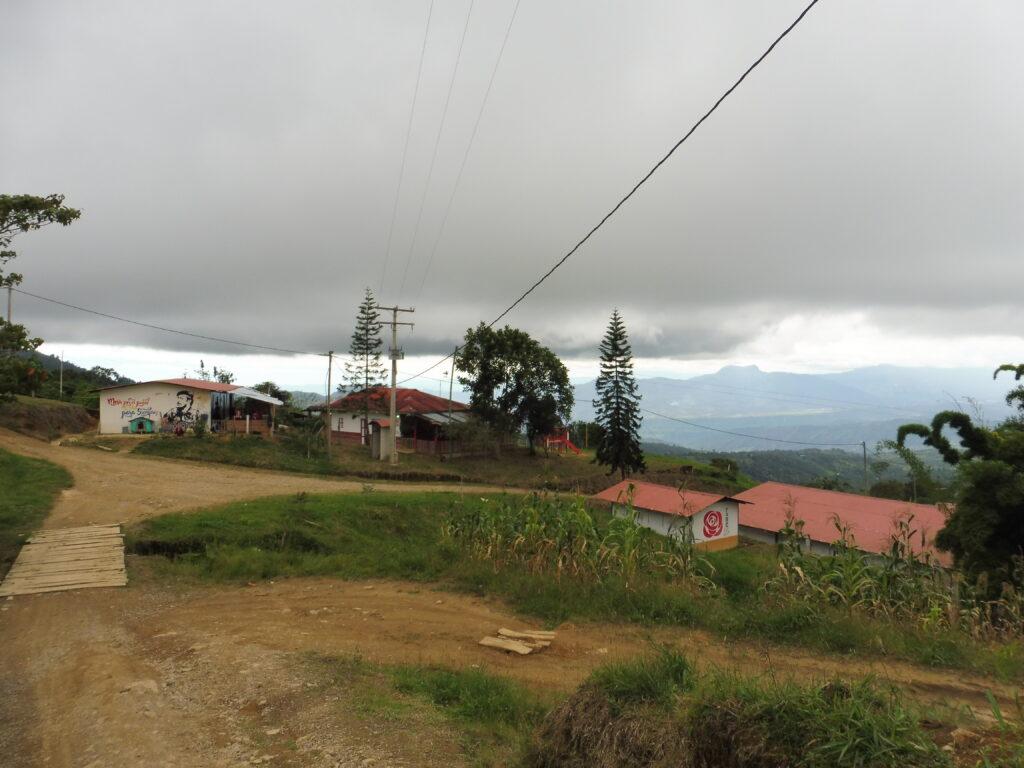 Kindergarten in Icononzo (Bildmitte)